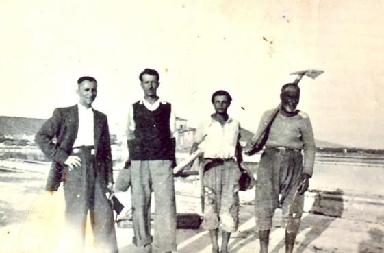 Για να ζήσουν οι περισσότεροι απασχολήθηκαν σε αγροτικές δουλειές στα διπλανά χωριά. Επειδή δεν απαιτούσαν ακριβά μεροκάματα οι παλιοελλαδίτες τους προτιμούσαν αλλά και τους αντιμετώπιζαν ρατσιστικά, κοροϊδεύοντας τους ως Τουρκόσπορους, Λεφούσια και Πρό-σφιγγες.