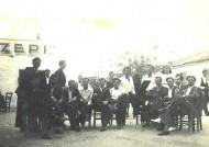 Πολλοί άνδρες από την Λάμψακο κρατήθηκαν όμηροι από τις τουρκικές αρχές. Άλλοι στάλθηκαν σε τάγματα εργασίας (Σαράντης Σ: 1987) και δεν επιβίωσαν και άλλοι επέστρεψαν στους συγγενείς τους στην Ελλάδα το 1924, όταν υπογράφηκε η Συνθήκη της Λωζάνης και έγινε η επίσημη ανταλλαγή πληθυσμών μεταξύ Ελλάδας και Τουρκίας. Μεταξύ αυτών […]